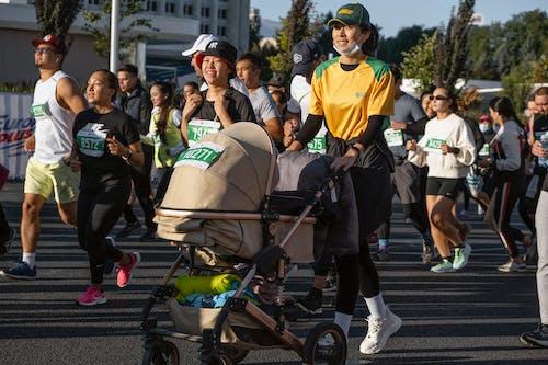 Darmowe zdjęcie z galerii z akcja, biegacz, bieżnia