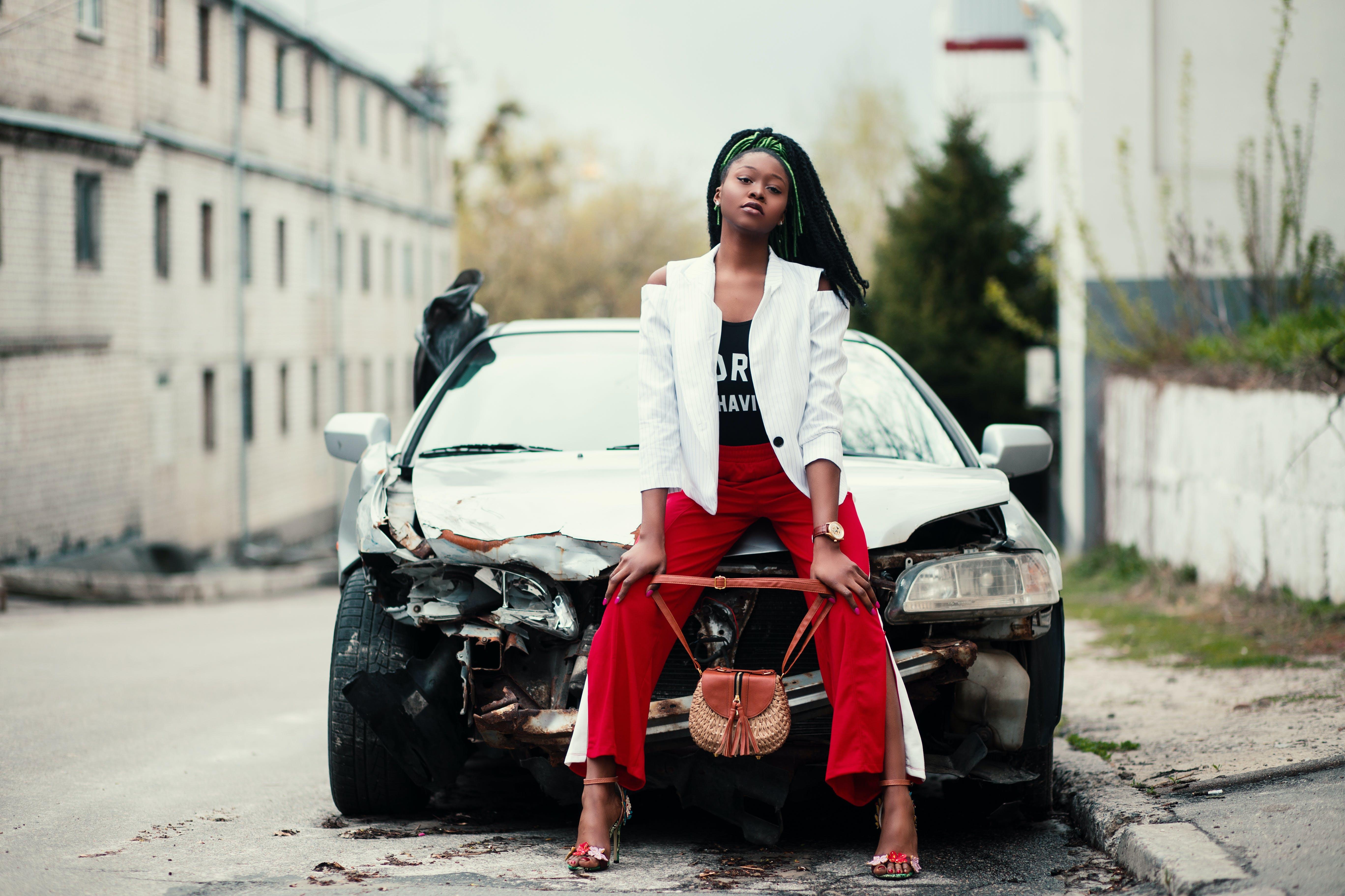 Foto profissional grátis de acaso, adulto, asfalto, atraente