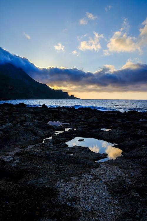Foto d'estoc gratuïta de aigua, capvespre, cel, llum del dia