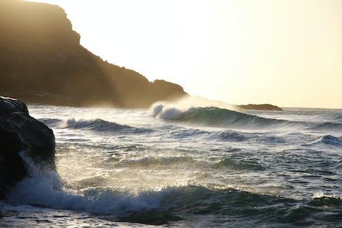 Základová fotografie zdarma na téma cákání, kameny, mávání, moře