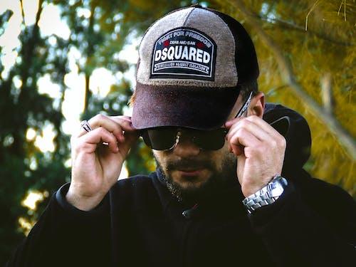 Gratis stockfoto met baard, brillen, cap, handen