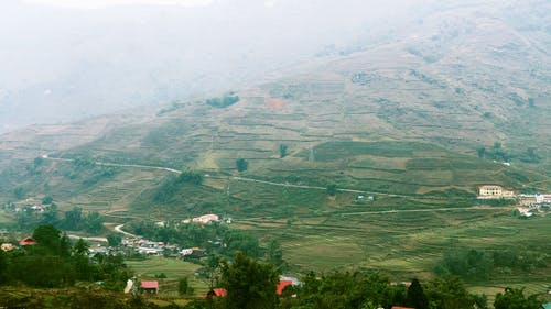 Gratis stockfoto met akkerland, berg, boerderij, landschap