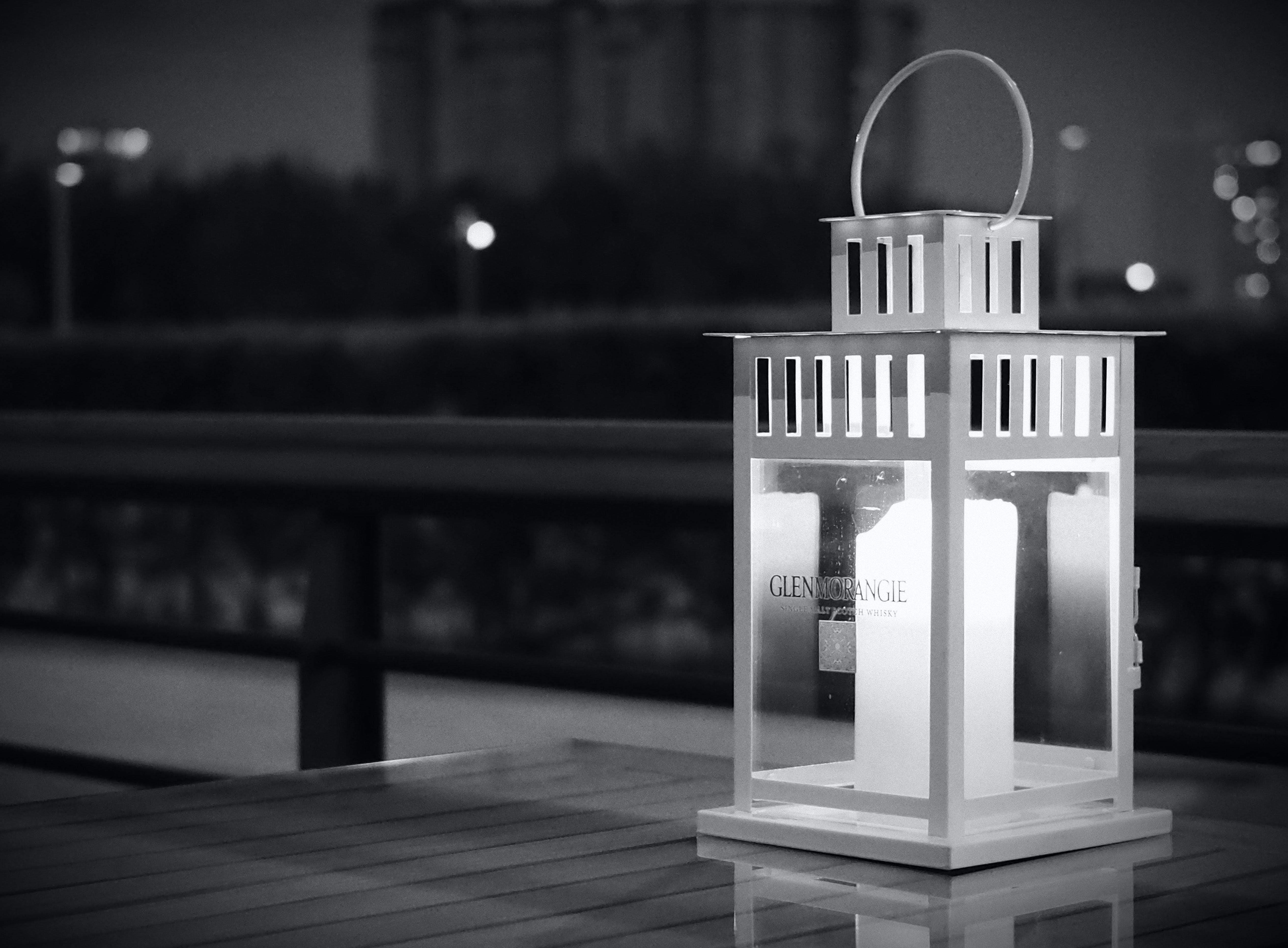Безкоштовне стокове фото на тему «вечір, Деревина, дизайн, лампа»