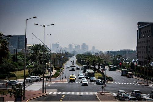 Безкоштовне стокове фото на тему «автомобілі, горизонт, дорога, перехрестя»