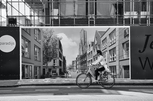 Ingyenes stockfotó bicikli, egyszínű, járda, kerékpáros témában