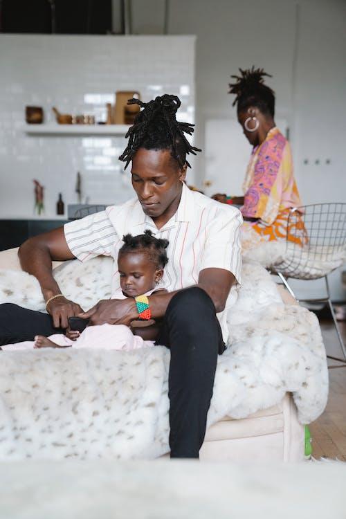 Gratis stockfoto met Afro-Amerikaans, Afro-Amerikaanse man, baby