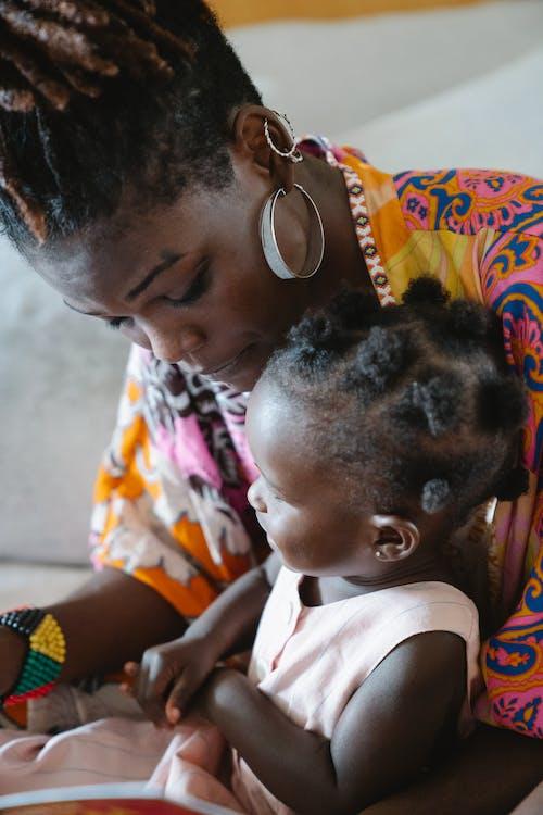 Gratis stockfoto met Afro-Amerikaans, baby, baby'tje