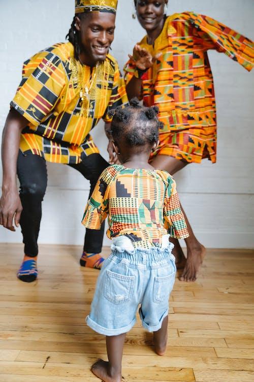 Безкоштовне стокове фото на тему «афроамериканський, батьки, батьківство»