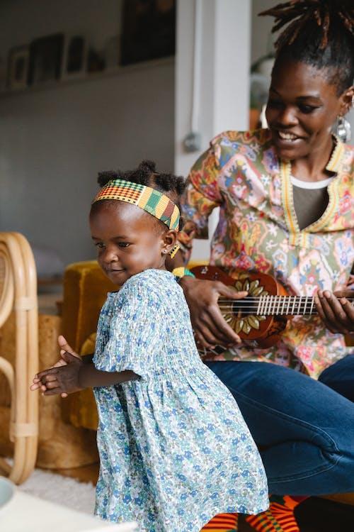 Kostnadsfri bild av barn, bebis, blå klänning