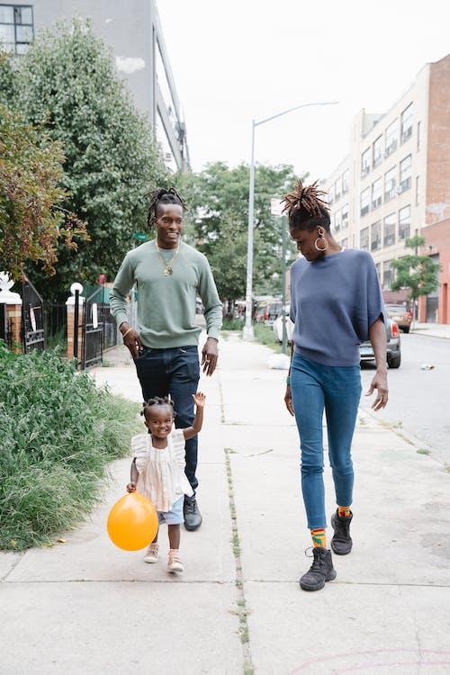 Gratis stockfoto met Afro-Amerikaans, dochter, familie