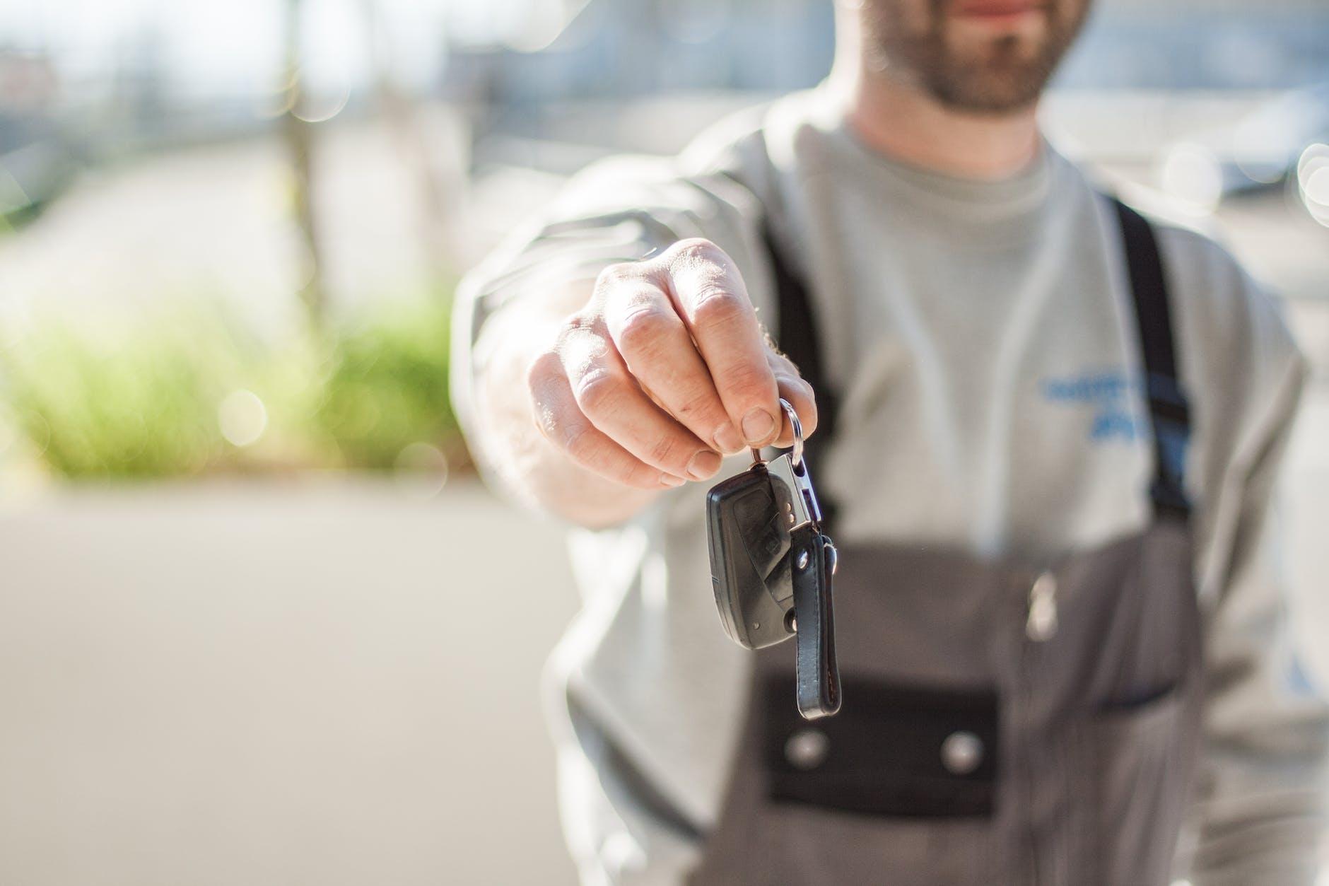 Man holding a car keys