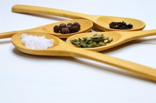 Darmowe zdjęcie z galerii z akcesorium, drewniana łyżka, drewniany, jedzenie
