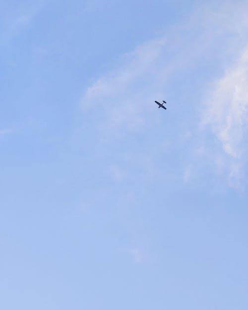 Kostenloses Stock Foto zu aviate, blauer himmel, draußen