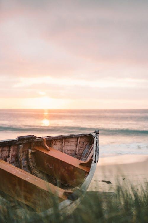 Gratis arkivbilde med båt, bølger, bryte bølger