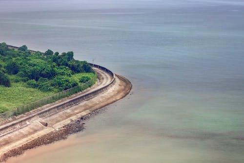 Foto d'estoc gratuïta de aigua, carretera, costa oceànica, llum del dia