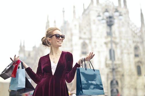 membandingkan harga tas wanita online