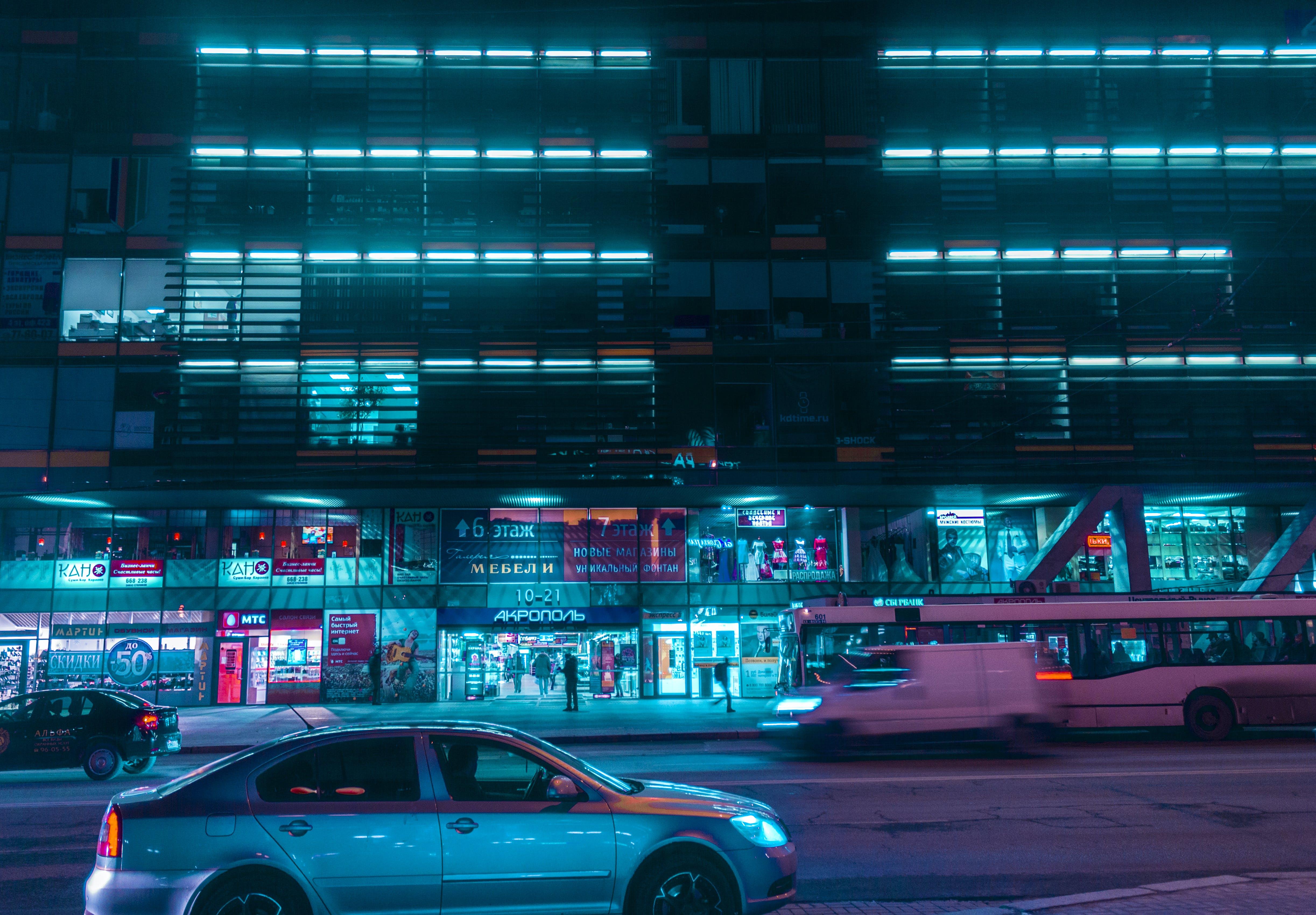 Gratis stockfoto met auto, belicht, fel, gebouw