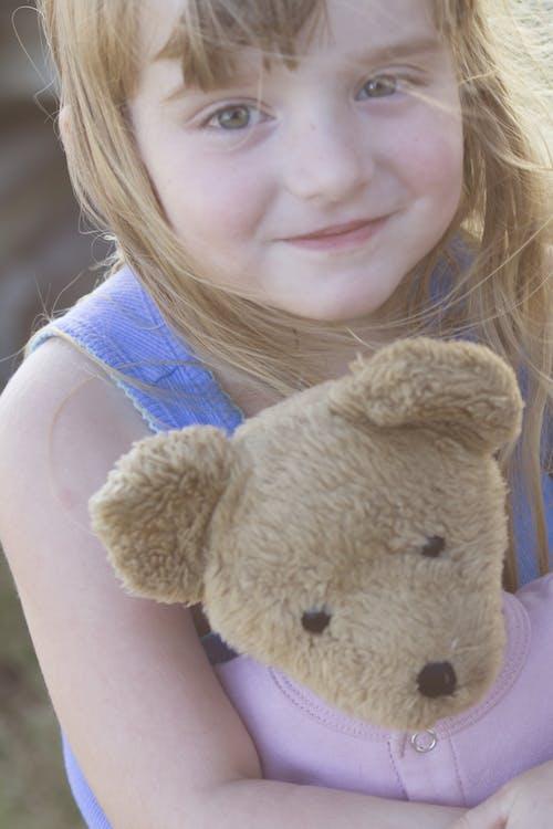 Fotobanka sbezplatnými fotkami na tému dievčatko, ľudia, plyšový macko, roztomilý