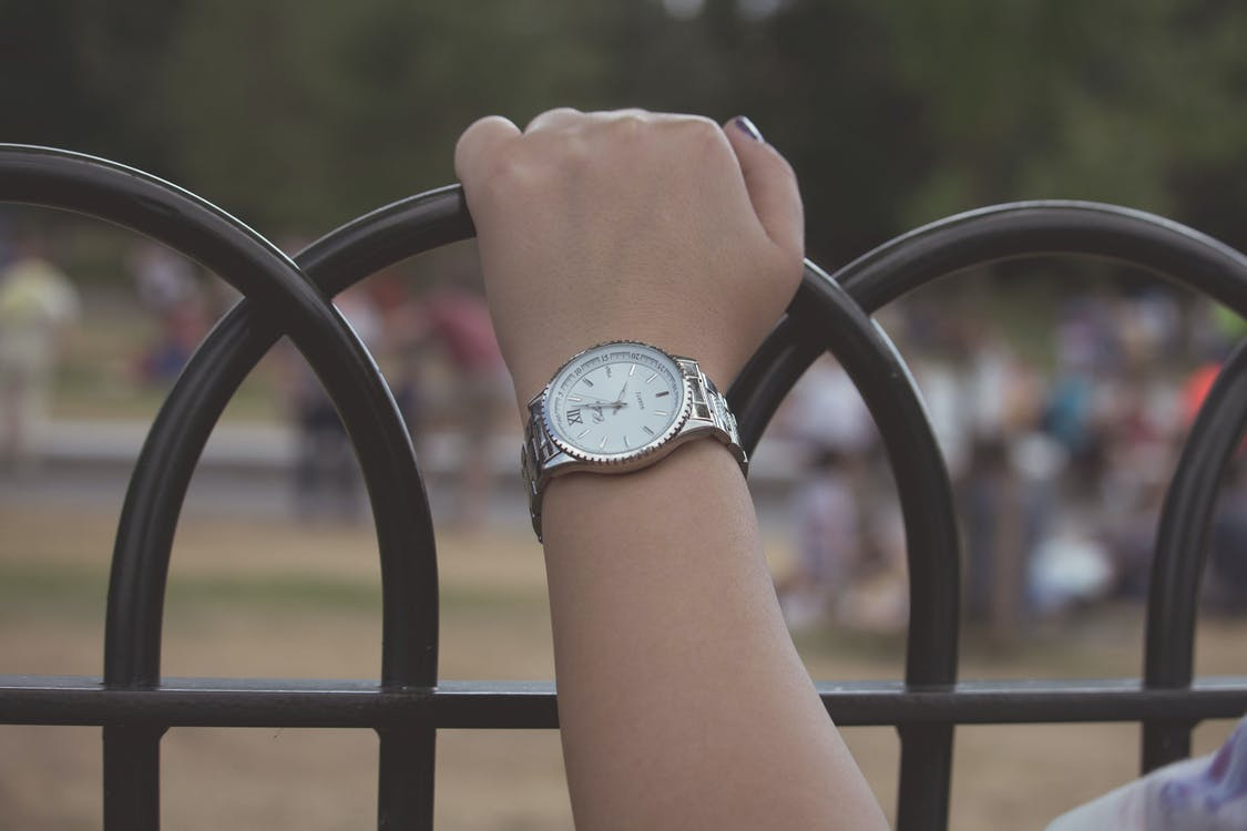 dievča, náramkové hodinky, ruka