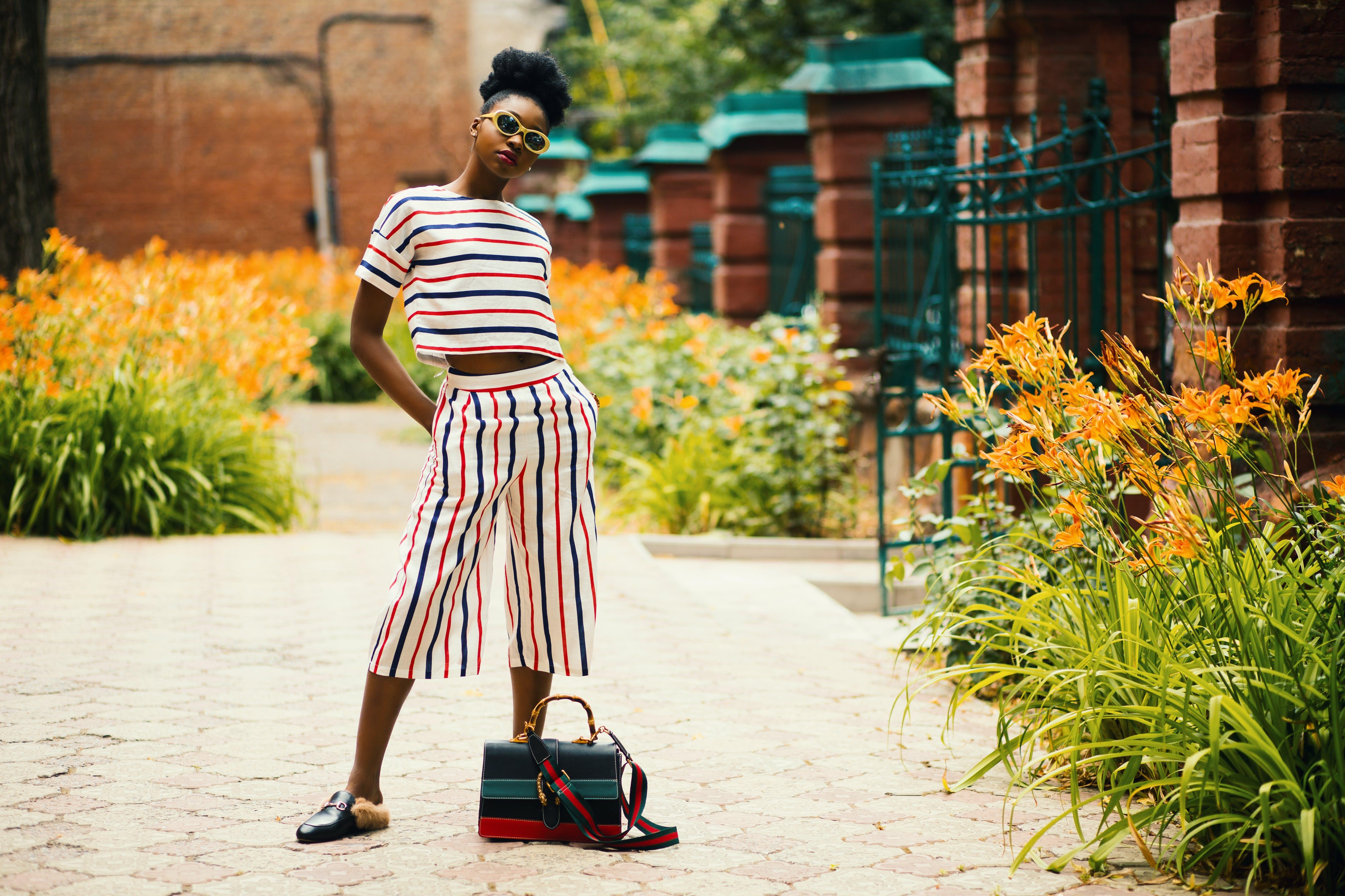 Ingyenes stockfotó afro-amerikai nő, csíkok, divat, divatmodell témában
