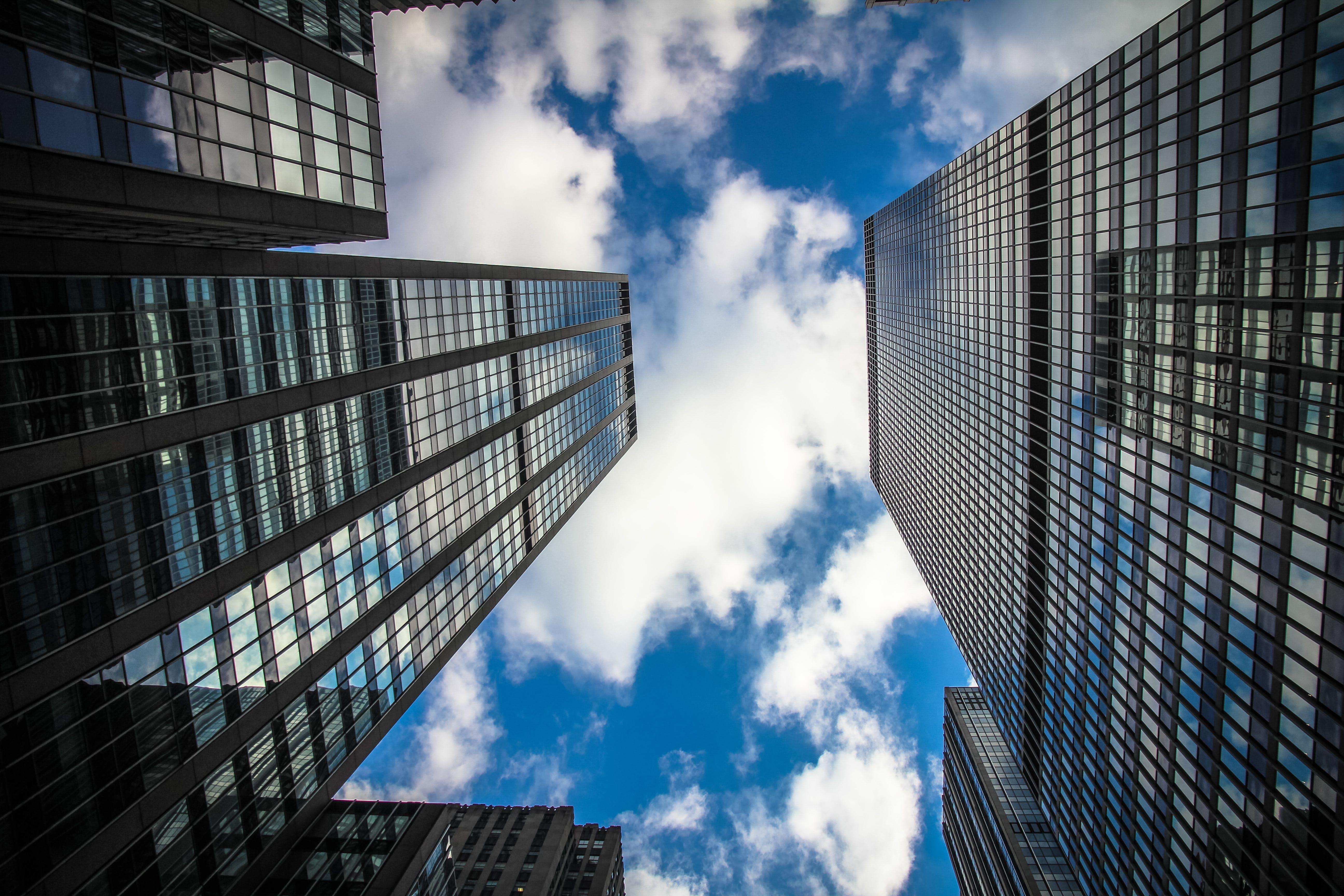 Základová fotografie zdarma na téma architektura, budovy, mrakodrapy, mraky