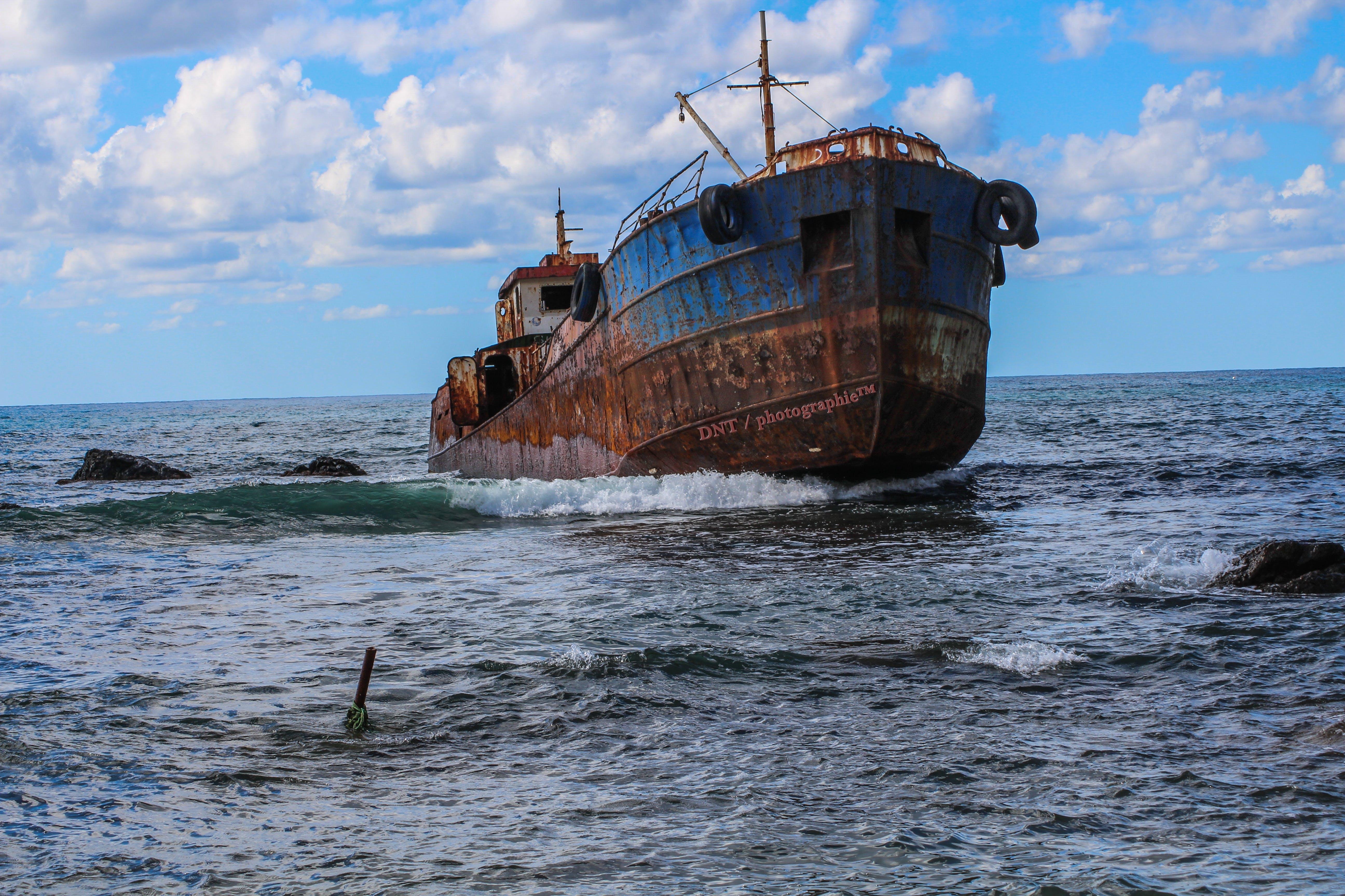 Vintage Brown Pirate Shipo