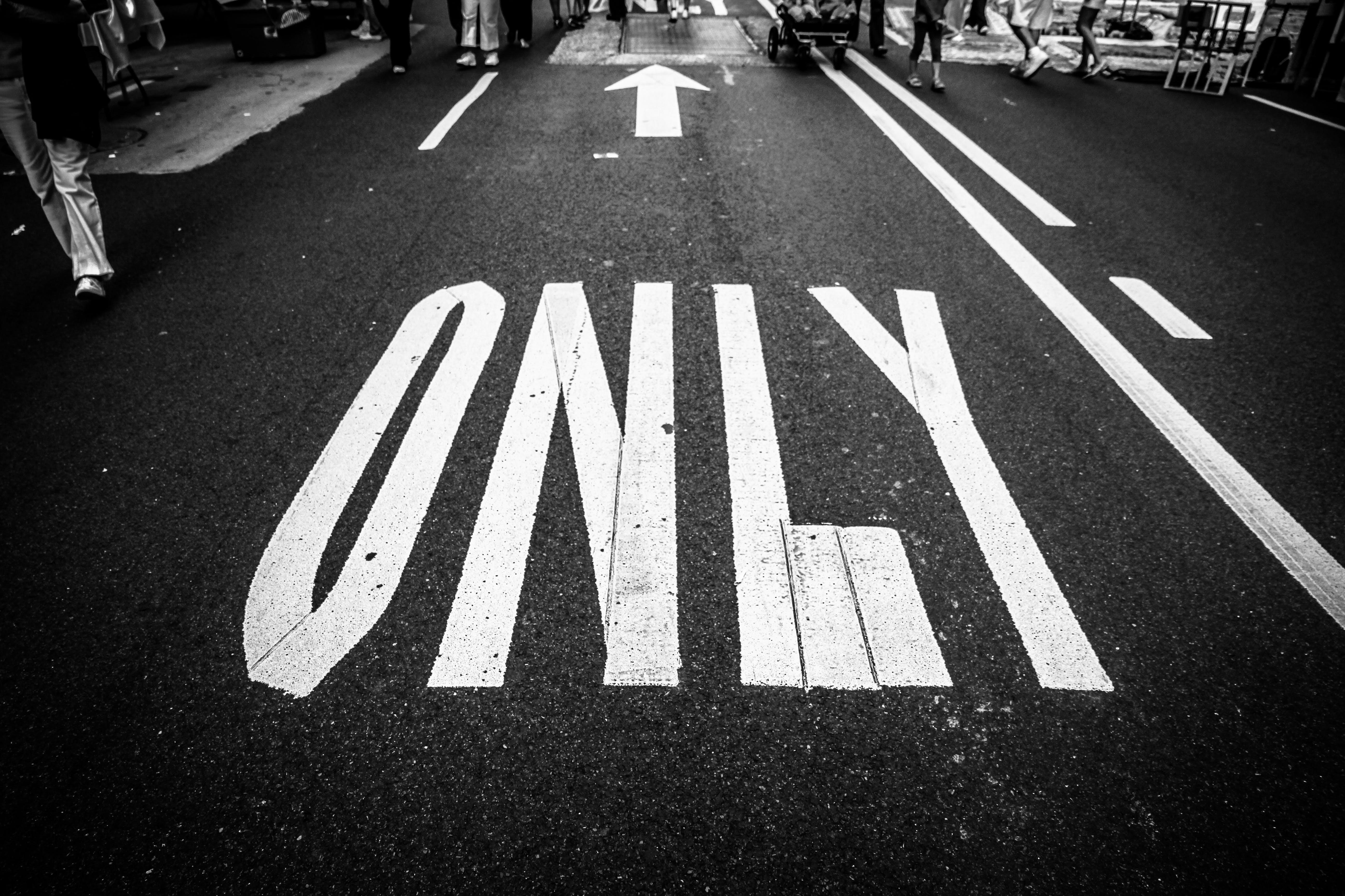 Foto profissional grátis de aconselhamento, asfalto, estrada, faixa