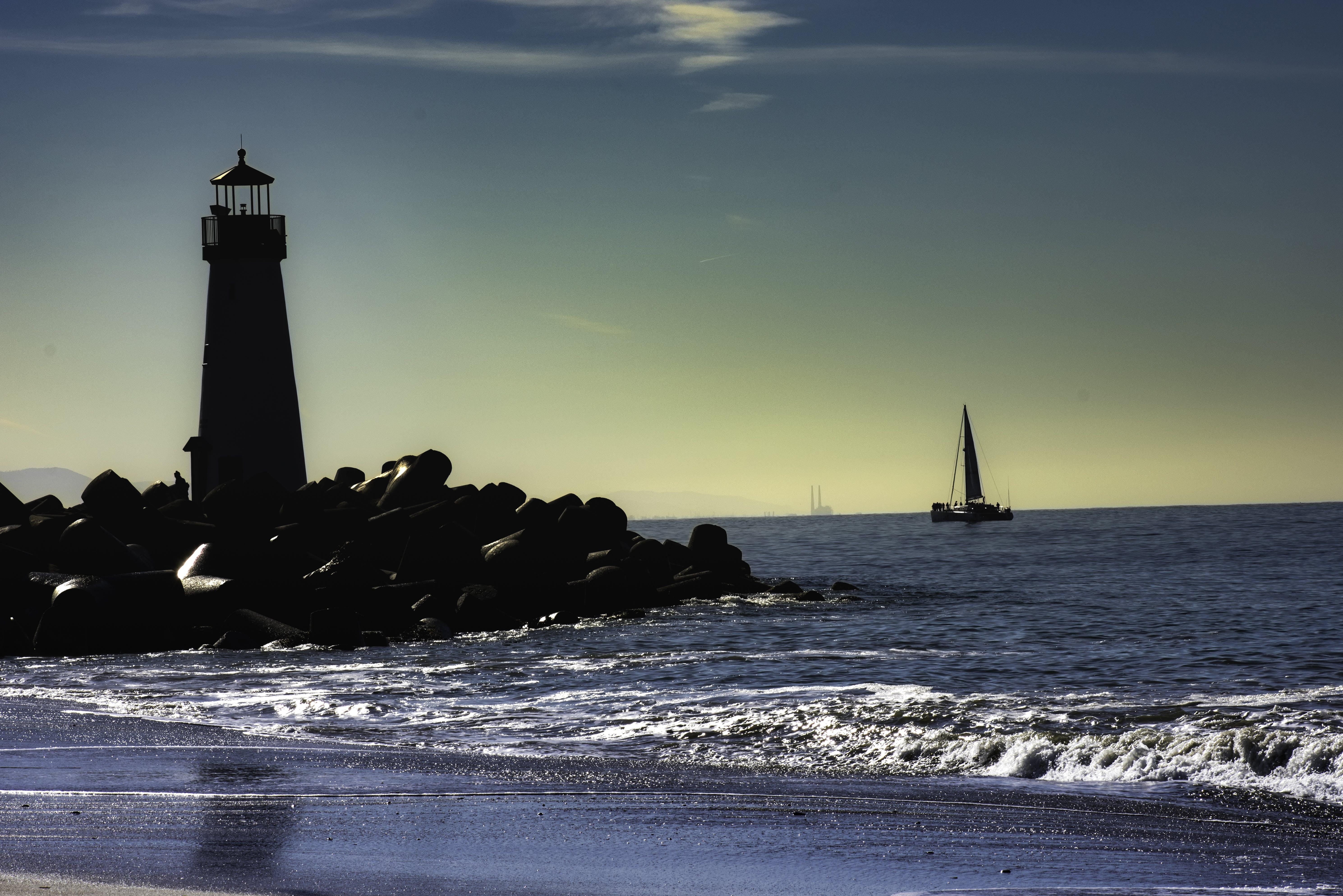 Kostenloses Stock Foto zu leuchtturm, ozean, santa cruz, segelboot
