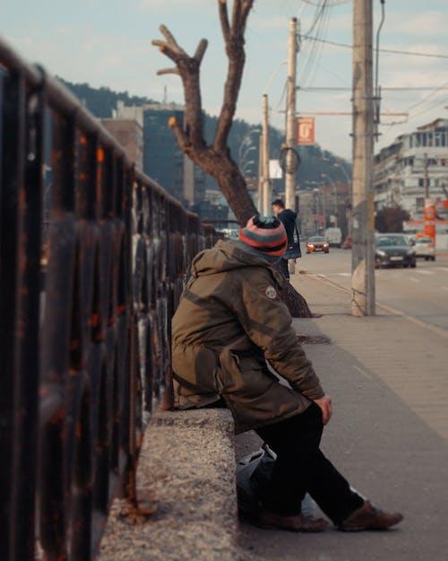Foto d'estoc gratuïta de adult, carrer, carretera, home