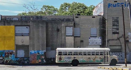 コンクリート, シティ, スクールバス, ランダウンシティの無料の写真素材
