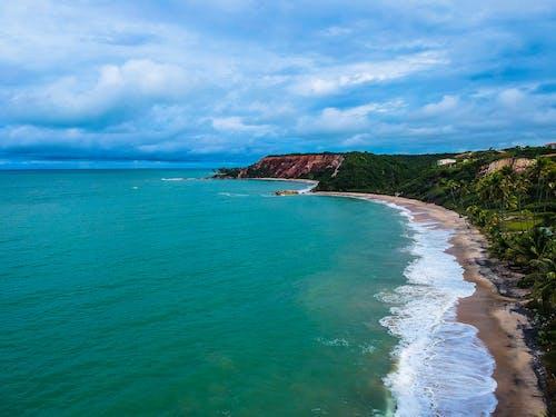 Foto profissional grátis de à beira-mar, acima, aéreo, aerofotografia