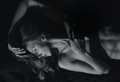 Fotos de stock gratuitas de Arte, blanco y negro, erótico