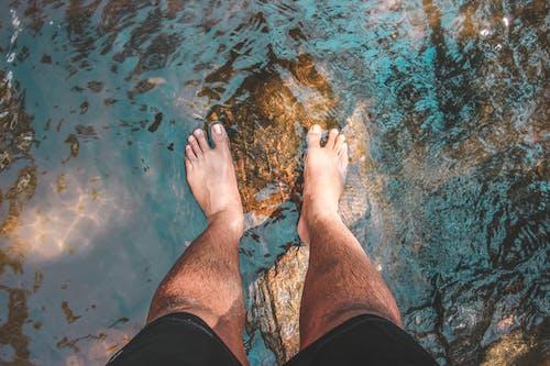 Základová fotografie zdarma na téma dobrodružství, modrá, nohy, široký