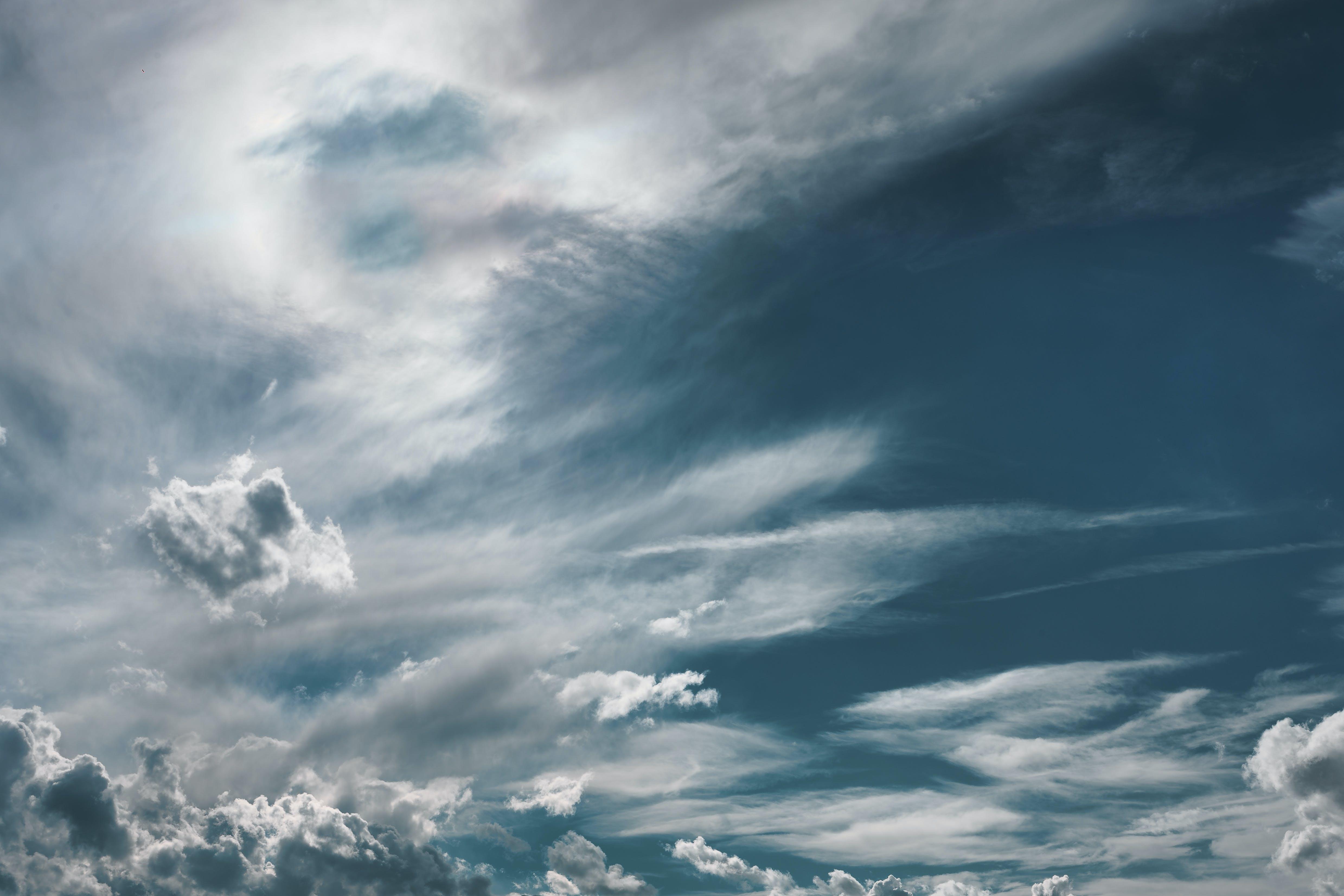 Foto d'estoc gratuïta de alt, cel, dramàtic, ennuvolat