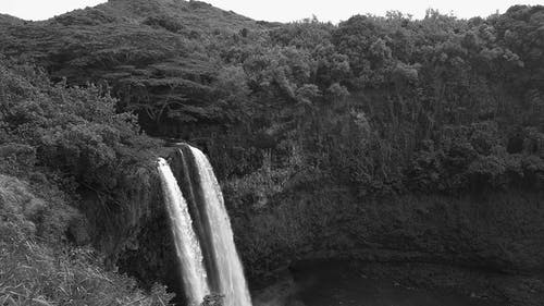 Waterfalls in Grayscale Photography