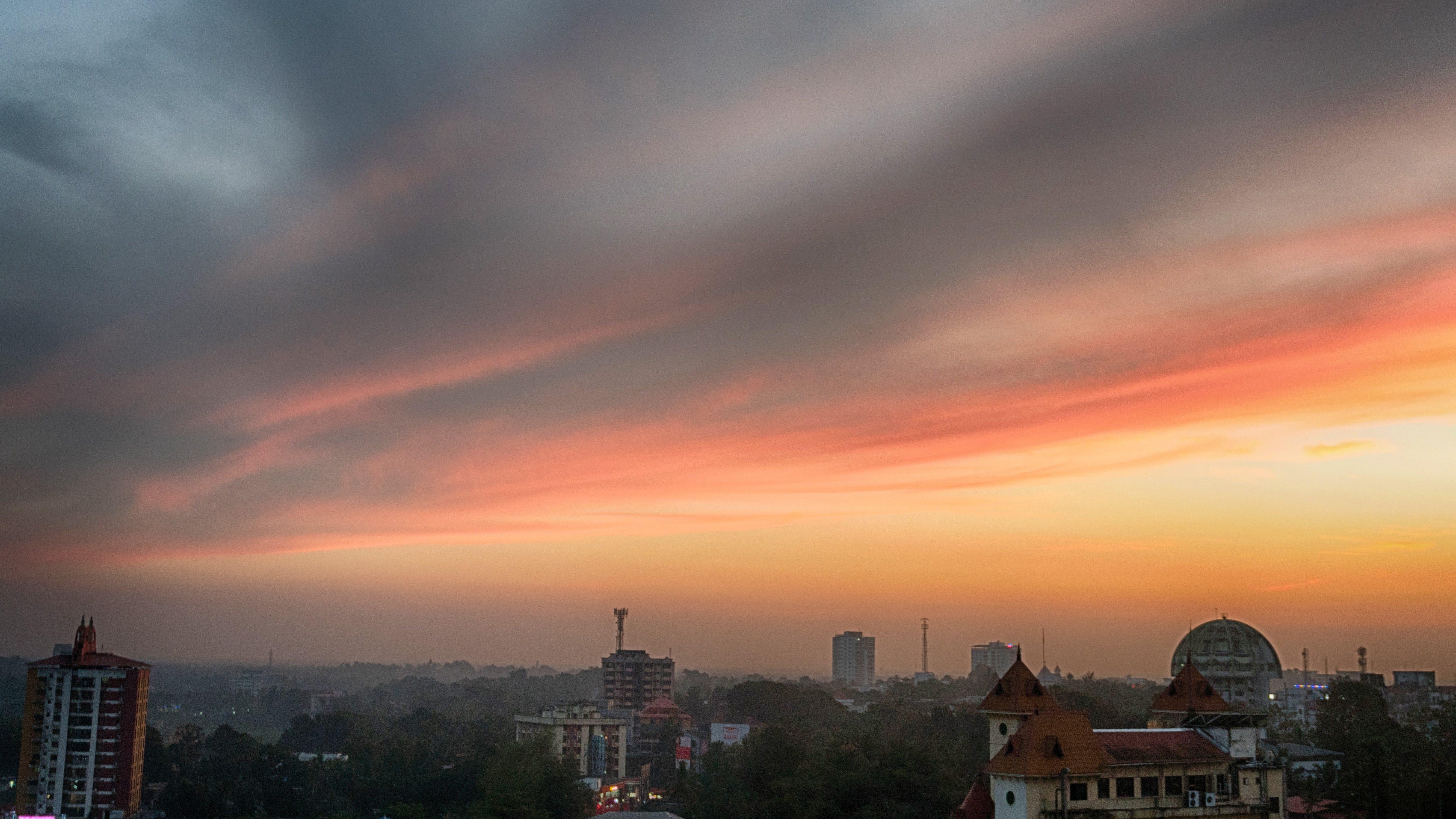 Kostenloses Stock Foto zu abendhimmel, himmel, stadt, wolken