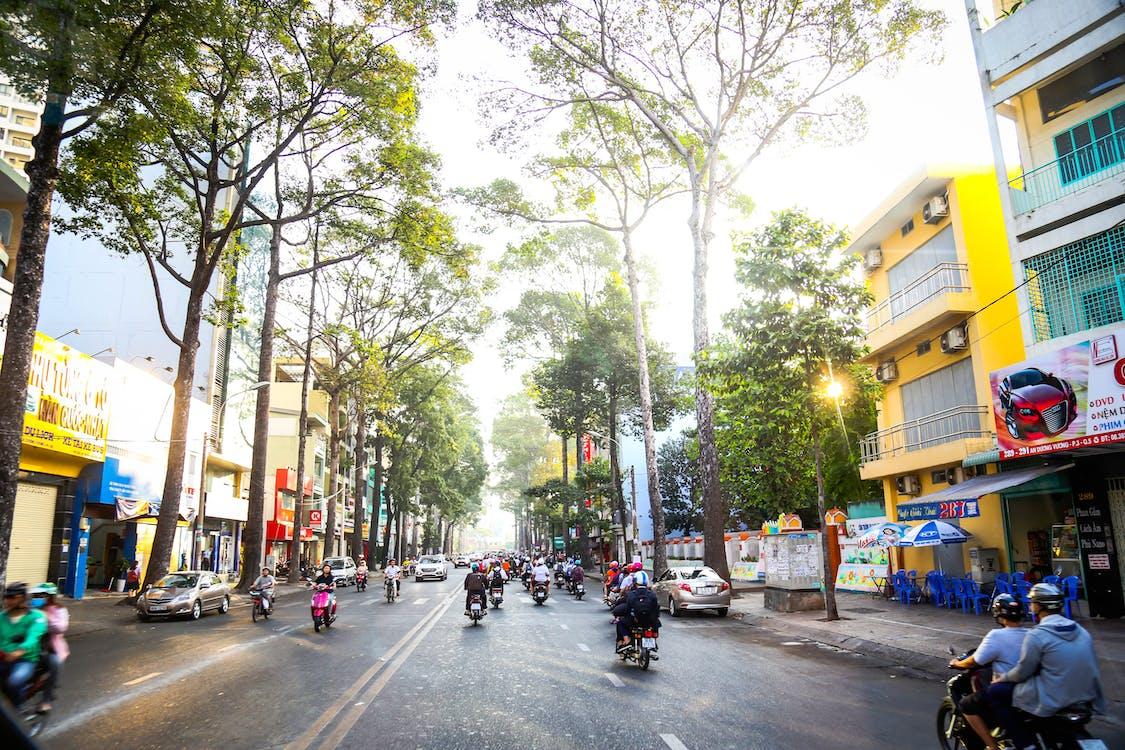 Вулиця, день, мотоцикли