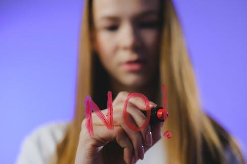 Immagine gratuita di adolescente, bicchiere, capelli castani