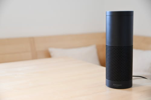 Black Amazon Echo Di Atas Meja