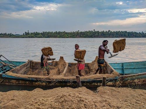 Kostenloses Stock Foto zu boden, erde, kanu, männer