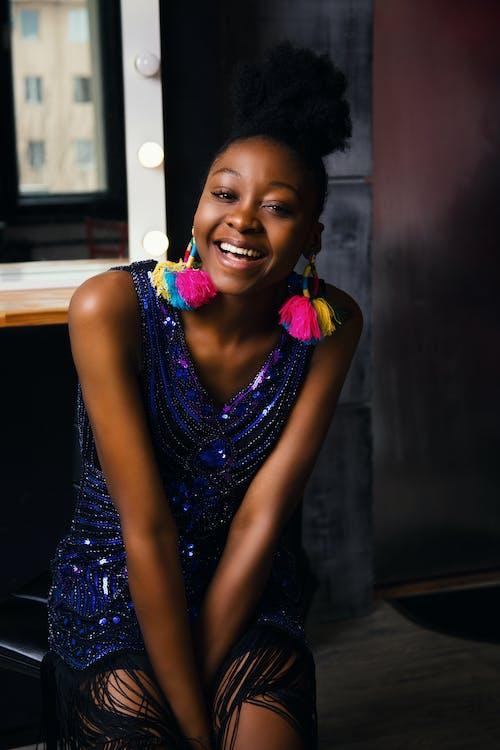 Woman in Blue Glitter V-neck Sleeveless Dress