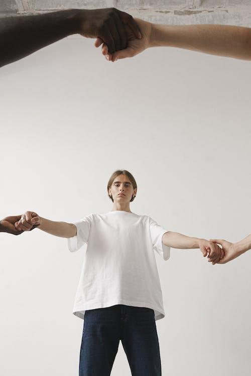 Immagine gratuita di adulto, ballando, casual