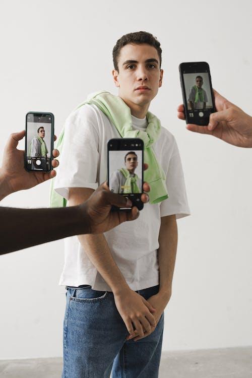 Immagine gratuita di adolescente, alla ricerca, casual