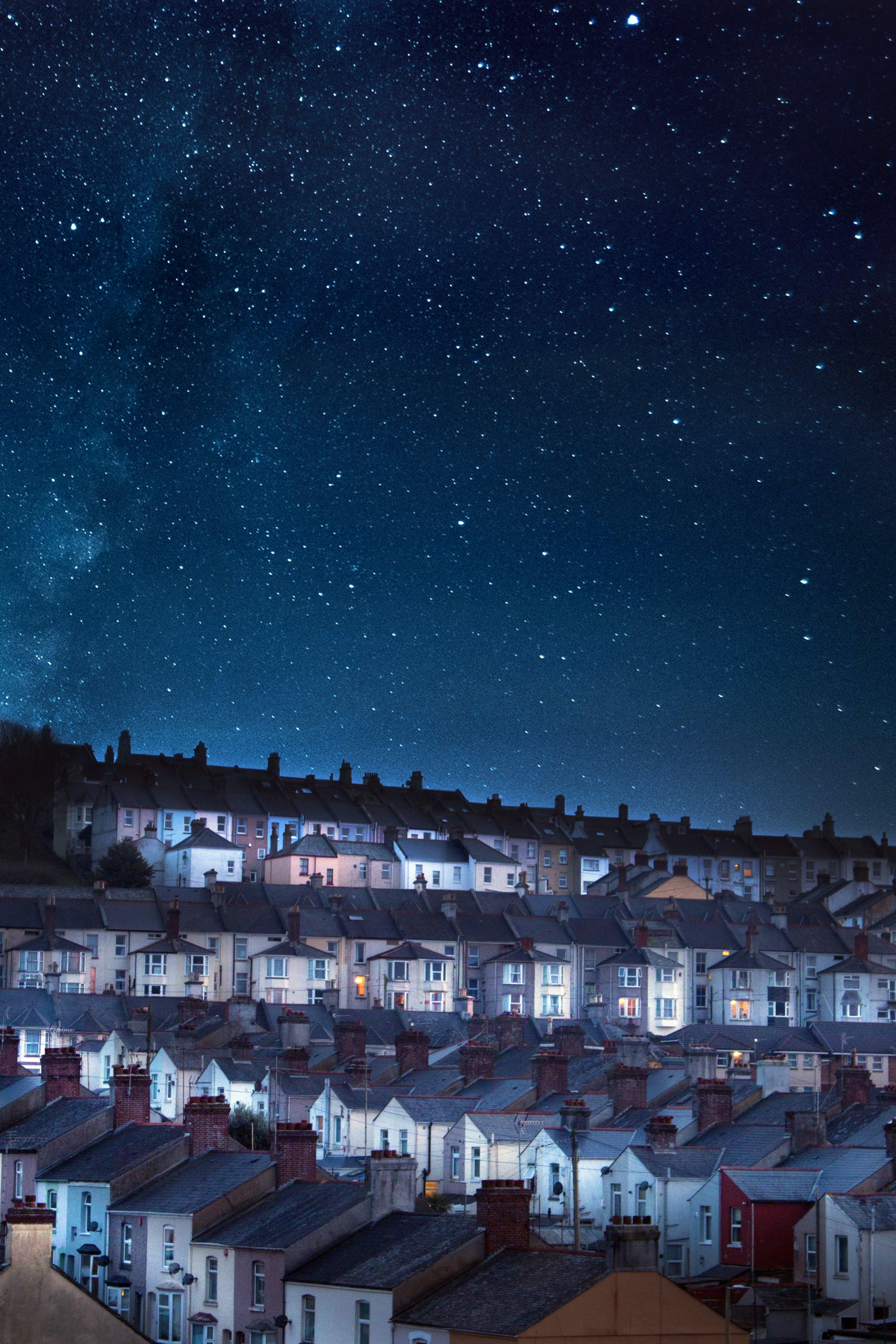 Foto profissional grátis de arquitetura, casas, céu, céu estrelado