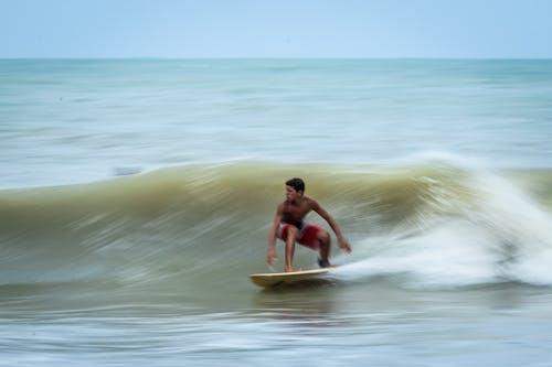 Darmowe zdjęcie z galerii z akcja, bryzgać, deska surfingowa