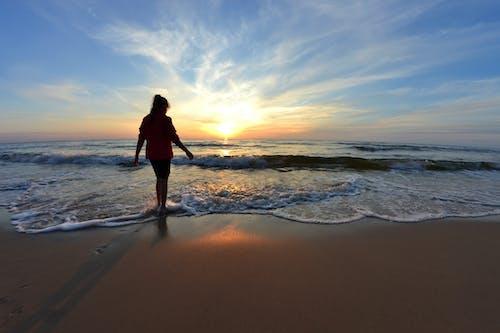 dalgalar, deniz kıyısı, doğa, esinti içeren Ücretsiz stok fotoğraf