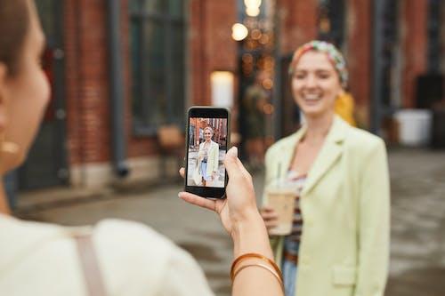 Fotos de stock gratuitas de adentro, adulto, al aire libre