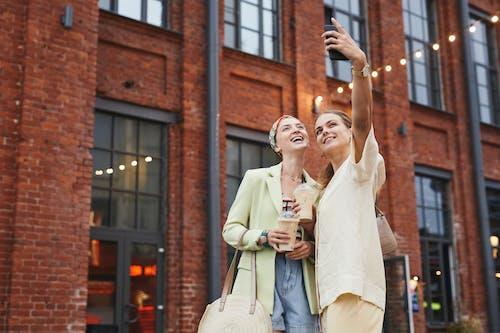 Fotos de stock gratuitas de adulto, al aire libre, amor