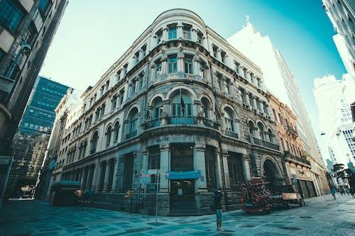 Безкоштовне стокове фото на тему «архітектура, будівлі, Вулиця, готель»