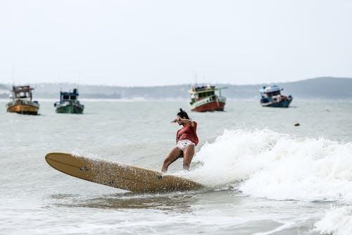 Darmowe zdjęcie z galerii z akcja, czas wolny, deska surfingowa